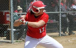 Castiglione, Ingalls Lead Softball to Split at UIC