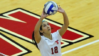 Volleyball Beats Robert Morris in Four